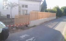 L-Steinmauer kombiniert mit Staketenzaun (Lärche)