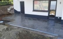 Terrassengestaltung mit großformatige Betonplatten 2013