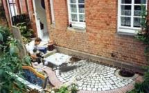 Granitfplasterung kombiniert mit Klinkerrollschicht